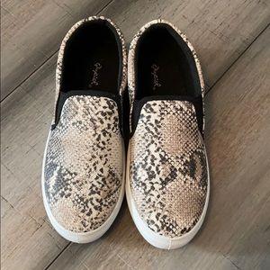 Women's Snake Print Slip On Shoes Size 8